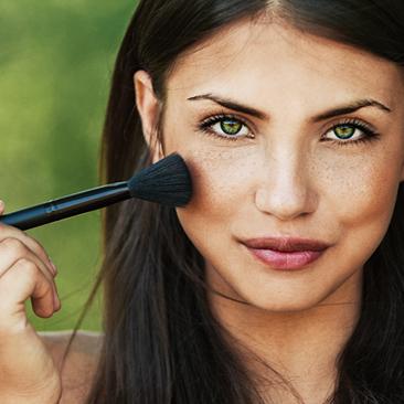 Nessa sexta-feira, na Farmácia Unimed, você compra dois produtos Maybelline e sai maquiada!