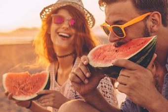 Alimentos para consumir durante os passeios de verão: