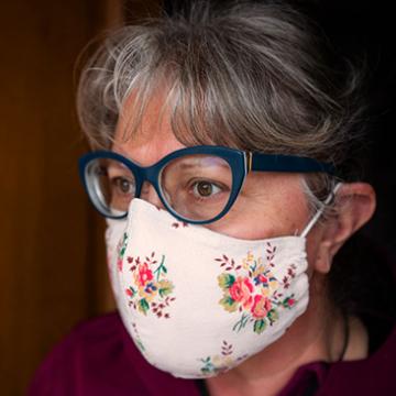 Máscara de tecido: uma ajuda caseira no combate ao coronavírus